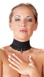Halsband mit Spitze und Anhänger