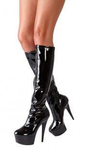 High Heel Stiefel aus Lack, 13 cm Absatzhöhe und leichtes Plateau