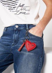 COMMA Schlüsselanhänger aus Lederimitat in Herzchenform